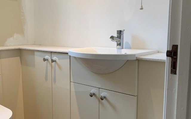 6A Fitted Bathroom Furniture